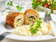 Пиле Киев - рулца от филе с чесново масло и кремообразно картофено пюре
